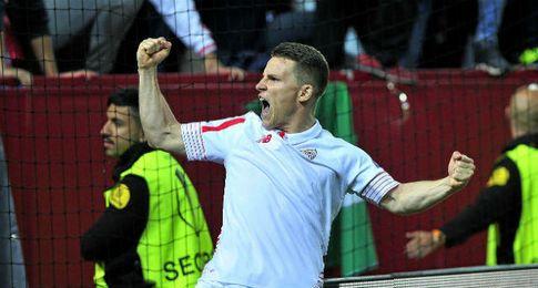 Gameiro, celebrando el pase a las �semis� de Europa League.