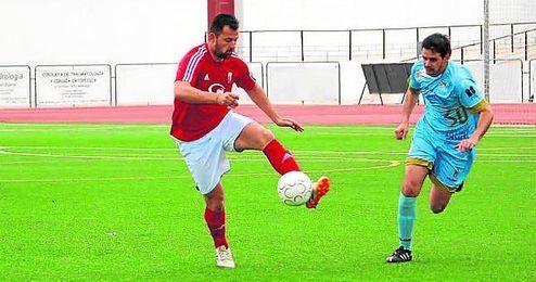 Javi Casca, en un lance del último partido ante el Algabeño.