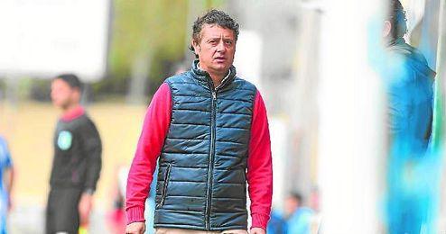 Paco Cala, entrenador del Antoniano, prepara con mimo el duelo ante el Estrella.