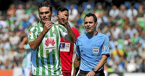 Velasco Carballo dirigió el Betis-Sevilla de la 13/14.