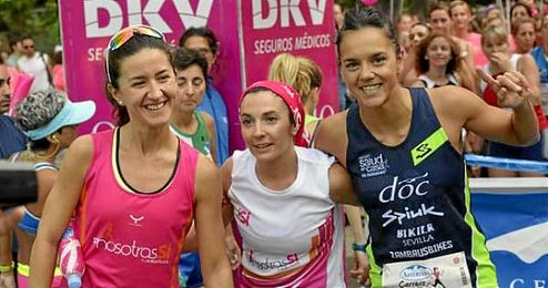 Mar�a Pujol, a la derecha, en la Carrera de la Mujer de Sevilla.