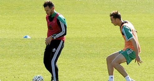 Capi, en un entrenamiento junto a Fabi�n.