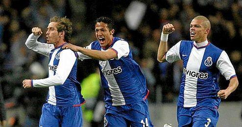 Pepe y Bruno Alves vistiendo la camiseta del Oporto.