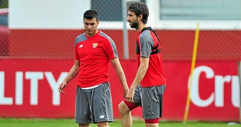 Reyes, en un entrenamiento junto a Nico Pareja.