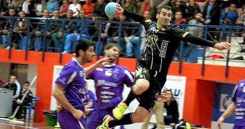 """El Ángel Ximénez de Puente Genil ha resaltado que su jugador """"volverá a los terrenos de juego con más fuerza que nunca""""."""