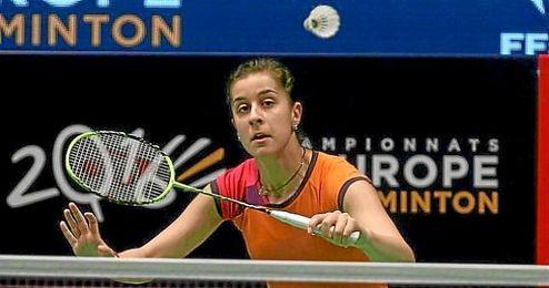 Carolina Marín, primera favorita, resolvió la primera manga en 14 minutos por diez puntos de margen.