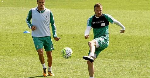 Van der Vaart en un entrenamiento del Betis.