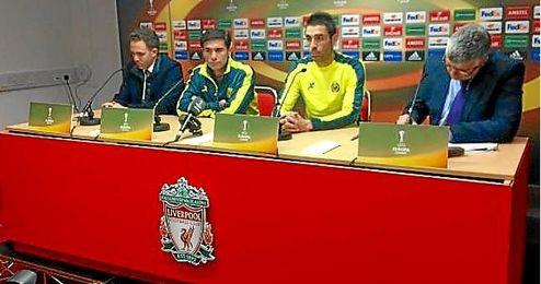 Bruno Soriano junto a Marcelino en rueda de prensa