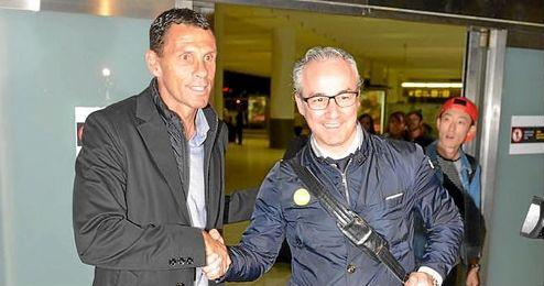 Torrecilla ha recibido a Poyet en el aeropuerto.