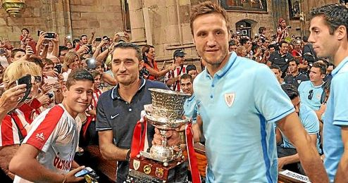 Gurpegui, con la Supercopa de España el pasado verano.