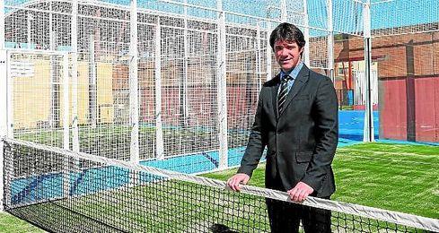 El delegado de Deportes del Ayuntamiento de Sevilla, David Guevara, en la reciente inauguraci�n de pistas en el Tiro de L�nea.