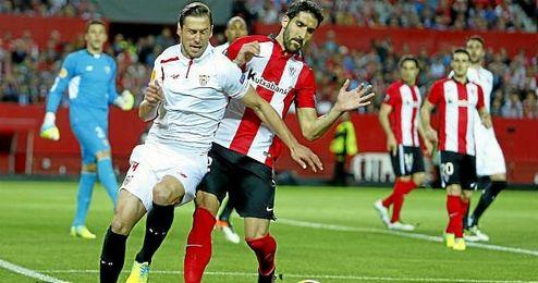 Krychowiak, durante el partido de Europa League ante el Athletic.