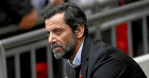 Quique Sánchez Flores dirigiendo al Watford.