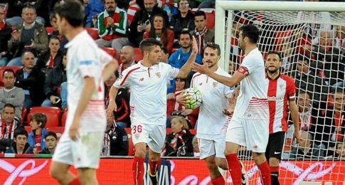 Juan Mu�oz, celebrando su gol.