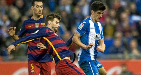 Piqu�, en un partido contra el Espanyol.