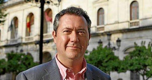 El alcalde Juan Espadas, exultante por la victoria del Sevilla.