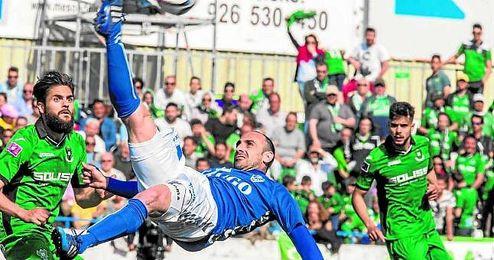 El golazo de Javi Gómez de chilena ante el Toledo.