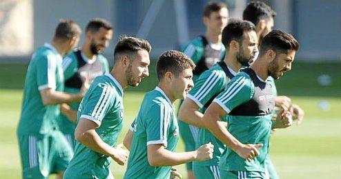 Merino se lleva a 25 futbolistas para el amistoso ante el Recre.