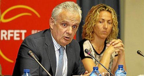 José Luis Escañuela, presidente de la RFET, junto a Gala León.
