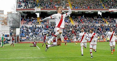 Llorente celebra uno de los dos goles que ha marcado esta temporada con el Rayo.