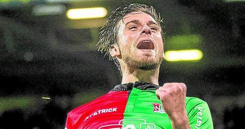 Christian Santos celebra uno de sus 41 goles en Holanda.