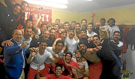 Toda la plantilla del Sevilla Atlético, incluido José Castro, han celebrado el pase.