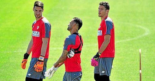 Sergio Rico y David Soria apuntan a inquilinos de la porter�a en la 16/17.