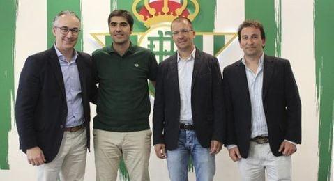 José Juan Romero posa con Torrecilla, Haro y López Catalán.