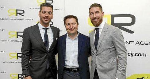 Sergio Ramos, junto a su hermano René.