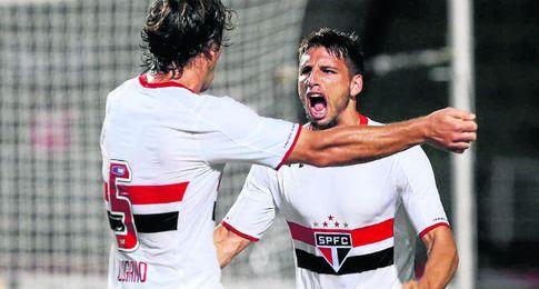 Calleri, celebrando un gol con Sao Paulo.