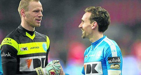 Matz Sels y Sven Kums han sido vigilados por los técnicos sevillistas.