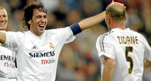 Raúl y Zidane, durante su etapa como futbolistas del Real Madrid.