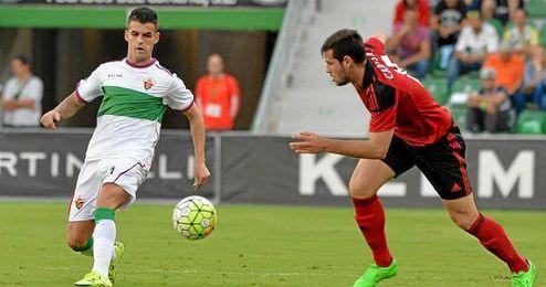 Álex Martínez ha cuajado una buena temporada en el Elche.