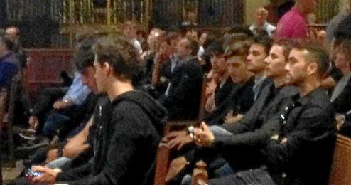 Algunos pilotos españoles del mundial de motociclismo, en el funeral e Luis Salom.