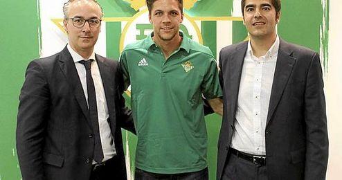 Jomas Martín posa con Haro y Torrecilla.