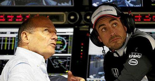 """""""Ahora estamos en una situación en la que somos capaz de competir, correr contra otros coches"""", dijo Alonso."""