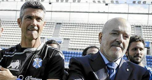 Pep Martí, exsevillsita y actual entrenador del Tenerife, junto a Concepción.