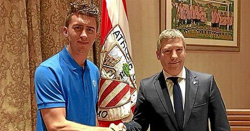 Se trata del sexto contrato profesional que firma el defensa galo en los tres años y medio que lleva con el Athletic.