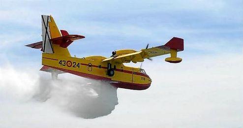 """Un avión anfibio """"bombardier"""", en acción"""