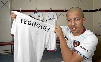 El argelino compartirá vestuario con Adrián San Miguel.