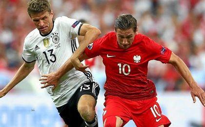 Krychowiak, con su selección, ante Alemania.