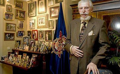 Leandro de Borbón desde 2003 reclamó, la condición de infante, al ser reconocido como hijo de rey, distinción que nunca le fue reconocida.