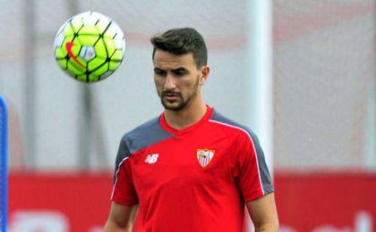 El utrerano, durante un entrenamiento con el Sevilla.