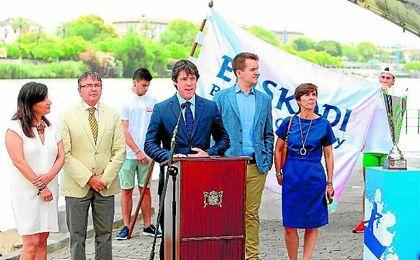 El delegado de Deportes, David Guevara, en la presentación de la IV Bandera Euskadi Basque.