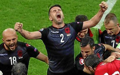 Los albanos celebran un triunfo que puede clasificarles.