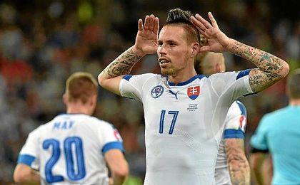 Marek Hamsik celebra un tanto con la camiseta eslovaca.