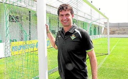 Jos� Antonio Gordillo posa para ESTADIO Deportivo en la ciudad deportiva.