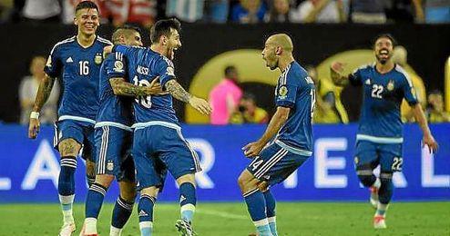 Messi celebra su gol de falta ante Estados Unidos.
