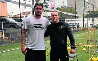Juan Vargas, con su preparador físico.