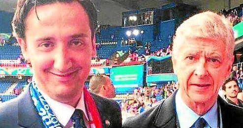 Tomislav Madzar, doctor de Croacia, junto a Arsene Wenger.